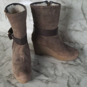 Michael Kors suede sherpa wedged boots 6M